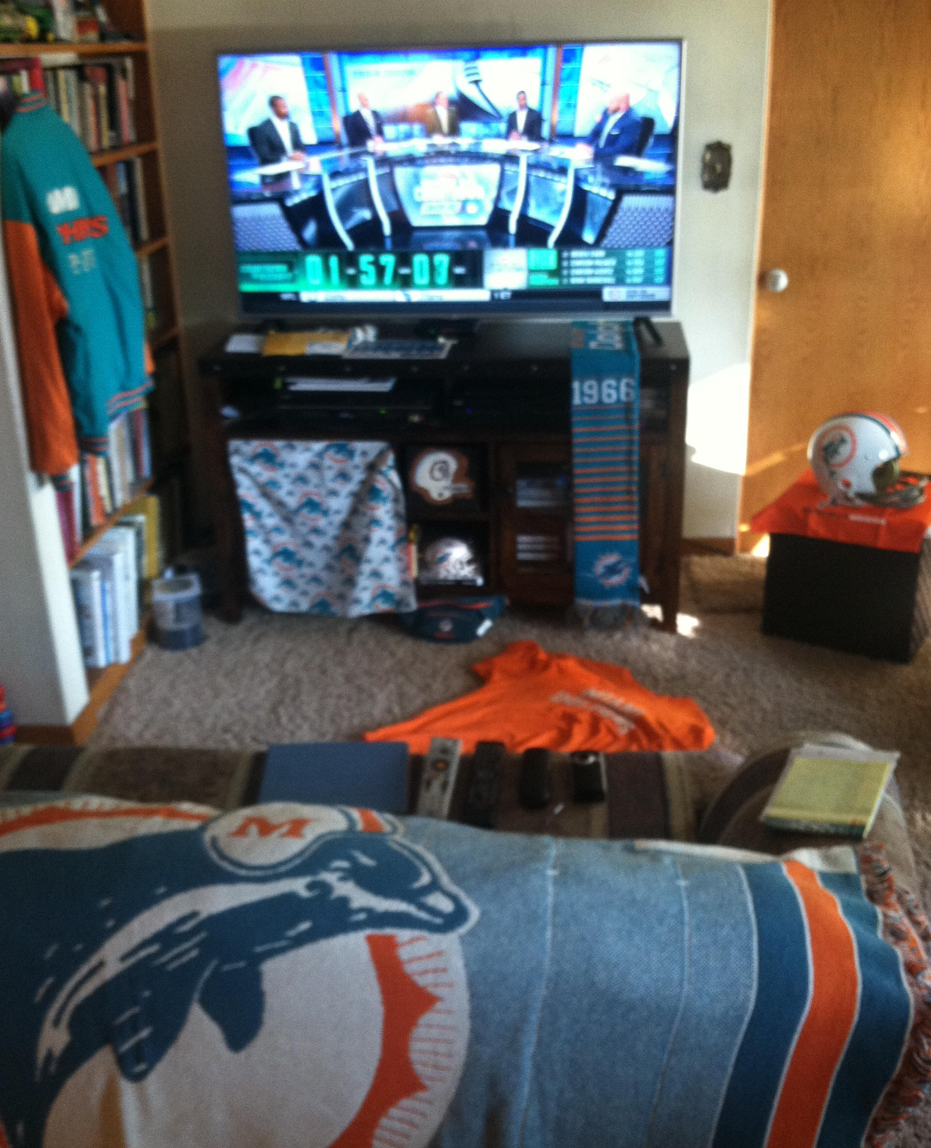 Had the living room set up for FINS 28, Buf 25 on 10-23-16