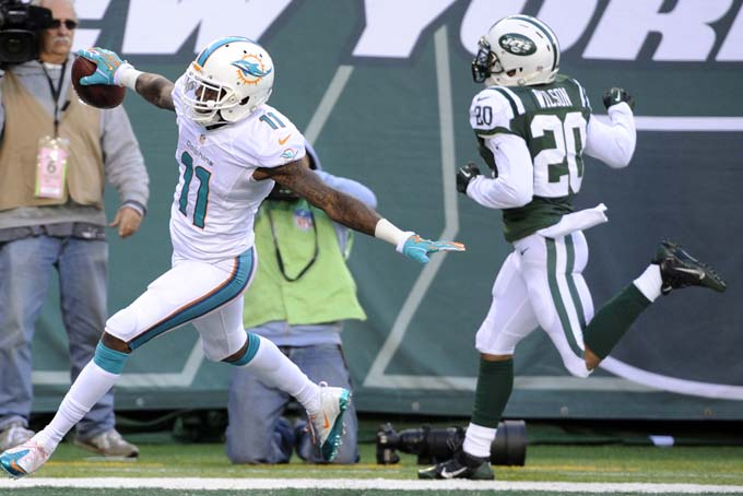 Mia at NYJ M Wallace flies into end zone in road win