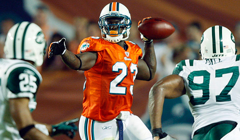 Ronnie Brown completes a pass in the the FINS' great win over the hated Wets on 10-12-09!
